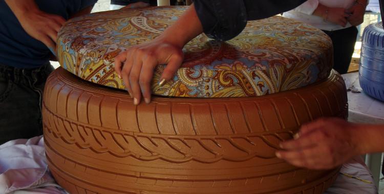 Transformar llantas de desecho en muebles, proyecto de Estudiantes de UVM para generar empleo y disminuir la contaminación