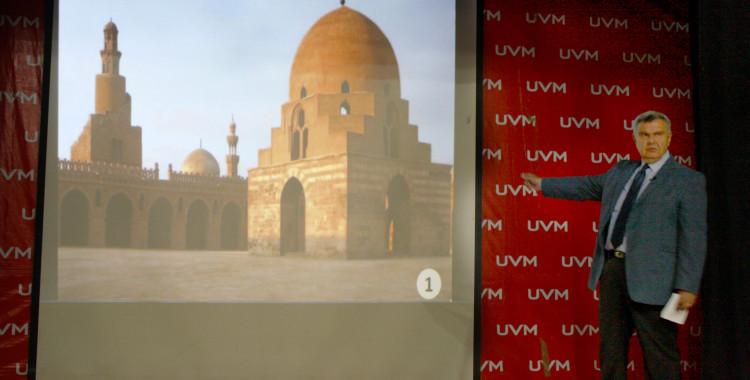 """Imparten conferencia """"El Cairo: Capital de la  Arquitectura islámica"""", en UVM Campus San Rafael"""