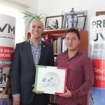 """Triunfa Estudiante de UVM Campus Puebla en el Certamen de Diseño del Casco de """"Checo"""" Pérez"""