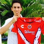 """Estudiante de UVM Campus Veracruz, diseña playera de los """"Tiburones Rojos"""" para el Torneo Apertura de Primera División de Futbol"""
