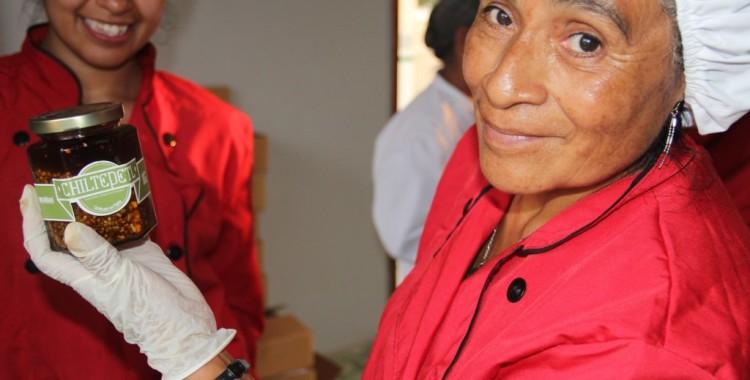 Mujeres de El Carrizal, Veracruz, entran al mercado de la Ciudad de México con su producto Chiltepetl