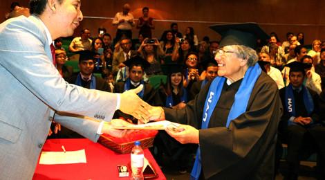 Berta Hernández a sus 75 años terminó dos licenciaturas y una Maestría en UVM