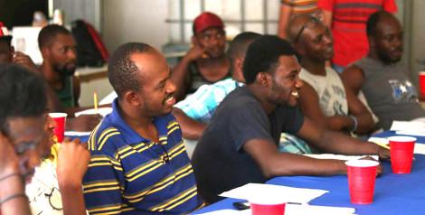 Estudiante de UVM enseña español a haitianos, para que se integren a la sociedad y encuentren empleo en Mexicali