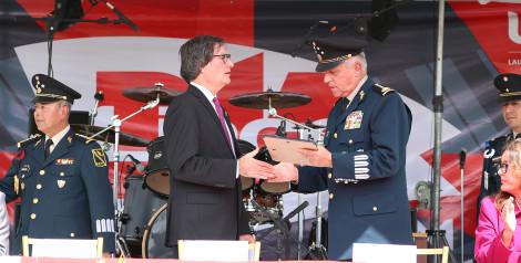 Entrega Reconocimiento la Universidad del Valle de México al Secretario de la Defensa Nacional, General Salvador Cienfuegos Zepeda