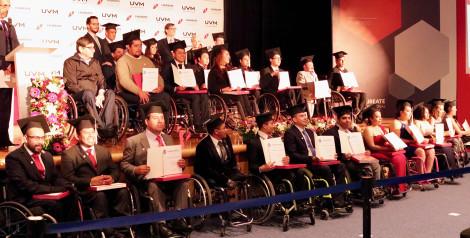 Alejandro Mejía Sufre de Osteogénesis Imperfecta; concluye Diplomado en Desarrollo de Competencias Profesionales para Personas con Discapacidad Motora en UVM