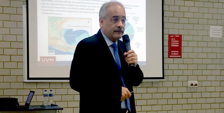 Los hidrocarburos son y seguirán siendo un reto para sustentar la economía en México, Dr. Andrés E. Moctezuma, en ponencia con estudiantes de la UVM